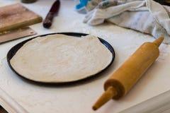 在平底锅的面团 库存照片