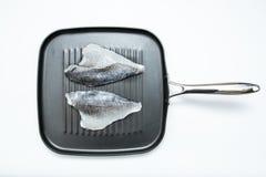 在平底锅的鱼 免版税库存图片