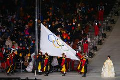 在平昌郡奥林匹克体育场的奥林匹克升旗仪式在2018个冬季奥运会开幕式期间 库存图片