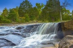 在平的岩石公园的瀑布 免版税库存照片