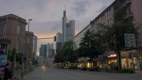 在平衡法兰克福,德国的街道 股票视频