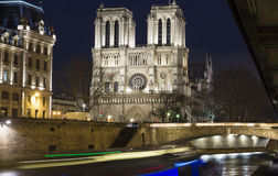 在平衡l,巴黎,法国的Notre Dame主教的座位 免版税库存照片