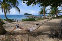 在平静的热带设置的吊床 免版税库存照片