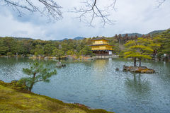 在平静的Miromachi禅宗 Kinkakuji tempel 库存照片