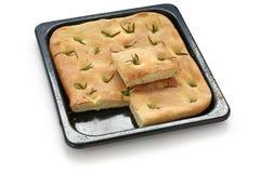 在平面的focaccia意大利人上添面包 免版税库存图片