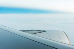在平面翼的喷气机引擎 库存照片