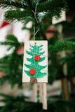 在幼稚样式的圣诞树装饰品 免版税图库摄影