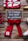 在广告牌的德国文本:我们有开放圣诞节假日 免版税图库摄影