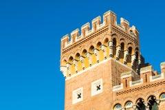 在广场丹特的Palazzo Aldobrandeschi在格罗塞托,意大利 免版税图库摄影