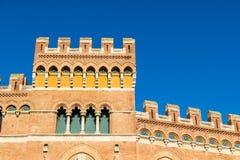 在广场丹特的Palazzo Aldobrandeschi在格罗塞托,意大利 免版税库存照片