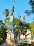 在广场但丁・阿利吉耶里的战争纪念建筑纪念碑 加拉蒂纳,普利亚,意大利 免版税库存照片