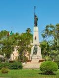 在广场但丁・阿利吉耶里的战争纪念建筑纪念碑 加拉蒂纳,普利亚,意大利 图库摄影