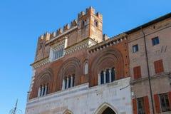 在广场卡瓦利,皮亚琴察的Palazzo Comunale 免版税库存图片