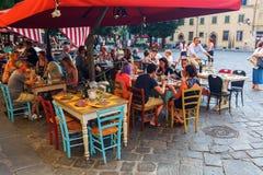 在广场圣斯皮里托的酒吧在佛罗伦萨,意大利 库存照片