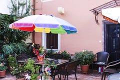 在广场的美丽的别墅在科孚岛希腊海岛上的科孚岛镇的  库存图片