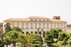 在广场胸罩的历史建筑在维罗纳 免版税库存照片