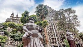 在广场Botero,麦德林,哥伦比亚的福纳多Botero雕塑 免版税库存照片