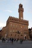 在广场della Signoria的Palazzo Vecchio在佛罗伦萨 免版税库存图片