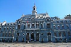 在广场Sotomayor的舰队de智利大厦在瓦尔帕莱索,智利 图库摄影