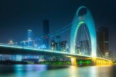 在广州珠江河和地平线的桥梁  库存照片