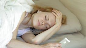 ?? 在床上唤醒妇女 股票视频