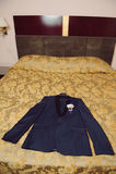 在床上的夹克 免版税库存图片