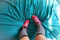 在床上的Chuck 图库摄影