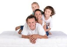 在床垫的家庭 免版税图库摄影