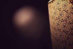 在床旁边的葡萄酒灯 图库摄影