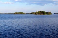 在库奥皮奥,芬兰附近的湖Kallavesi 库存照片