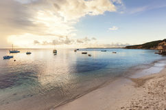 在库拉索岛海湾的渔船 免版税库存图片