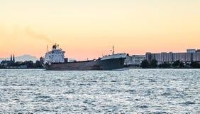 在底特律河的TECUMSEH散装货轮船 免版税库存照片