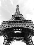 在底部黑白特写镜头的埃佛尔铁塔  免版税库存照片