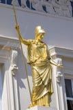在庙俱乐部的雅典娜雕象在伦敦 免版税库存照片