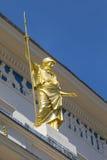 在庙俱乐部的雅典娜雕象在伦敦 免版税图库摄影