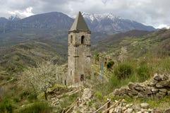 在废墟的偏僻的钟楼 免版税库存照片