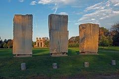 在废墟的巨型独石 免版税图库摄影