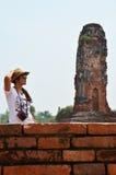 在废墟的泰国妇女摄影画象 免版税库存图片