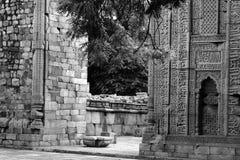 在废墟的纪念碑 免版税库存照片