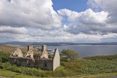 在废墟的老爱尔兰石村庄 免版税库存照片