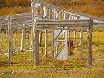 在废墟的老风雨棚。 免版税库存图片