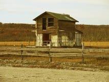在废墟的老风雨棚 免版税库存照片