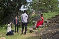 在废墟Wessagirie的婚礼摄影 Anuradhapura,斯里南卡 库存照片