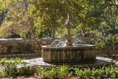 在度假区附近的小喷泉沿河Jucar, Alcal 免版税库存图片