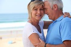 在度假的中年夫妇 免版税库存图片
