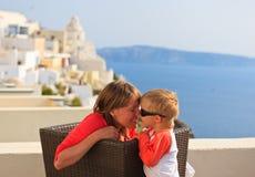 在度假的愉快的家庭在希腊 库存照片