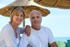 在度假的成熟夫妇 库存照片