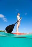 在度假的有效的少妇 免版税图库摄影