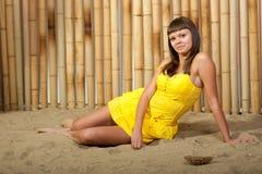 在度假的美丽的女孩 图库摄影