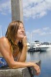在度假的美丽的妇女海上 库存图片